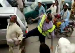 KPK Traffic warden mistreating elderly in public