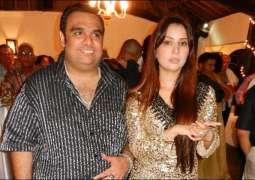 Kim Sharma divorces husband, moves back to Mumbai