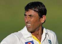 Younus Khan accorded warm welcome on return to Karachi