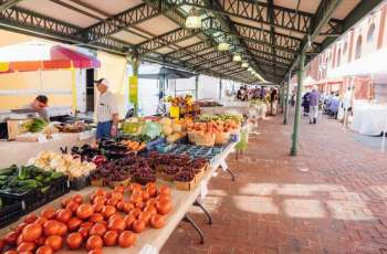 DC visits local market to check prices