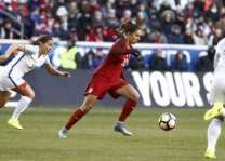 Football: US women back atop FIFA standings