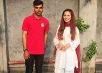 کرکٹ شاداب خان دی مشہور گلوکارا مومنہ مستحن نال تصویر ساہمنے آ گئی