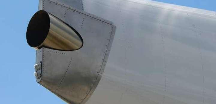 ہوائی جہازاں دی دم وچ اک نِکا جہیا خفیہ انجن وی لُکیا ہوندا اے پر اوہدا مقصد نِکا نہیں ہوندا ..