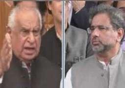 وزیر اعظم شاہد خاقان عباسی پارٹی دے ناراض رہنما غوث علی شاہ دے گھر پہنچ گئے
