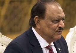 الرئيس الباكستاني يصل إلى كازاخستان لحضور قمة العلوم والتكنولوجيا