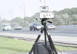 شارجہ: ٹریفک قانون دیاں خلاف ورزیاں نوں پھڑن لئی موبائل راڈار سرگرم