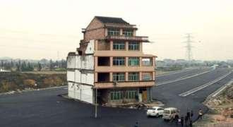 چین: سڑک وچکار موجود'نیل ہاؤس'نوں ڈِگا دتا گیا