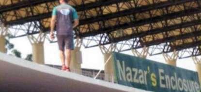 گرانٹ فلاور گیند لبھن سٹیڈیم دی چھت اُتے چڑھ گئے