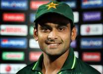 Famous cricket all-rounder Hafeez turns 37