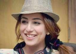 نوجوان دی مشہور اداکارہ اوشنا شاہ نوں حراساں کرن دی کوشش