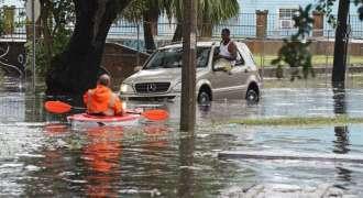 آئرلینډ كښې سمندری طوفان اوفیلیا په لويه توګه تباهی خپره كړه ، درې كسان مړه شوې