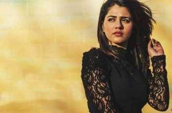 قرةالعین بلوچ ولوں عمران خان نوں گالھ کڈھنا مہنگا پے گیا، عمران خان دے ٹائیگرز نے گلوکارا نوں تنقید دا نشانہ بنا دتا