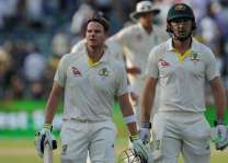 England face 'huge session' as Smith nears century