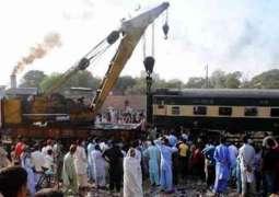 پشاور توں کراچی جان والی خیبر میل دیاں 5بوگیاں کالاشاہ کاکو نیڑے پٹڑی توں لتھ گئیاں