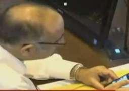 تحریک انصاف دے رکن اسمبلی اجلاس دوران موبائل اُتے ڈانس ویڈیو ویکھدے پھڑے گئے