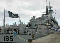 أسطول من البحرية الباكستانية يقوم بزيارة ودية لسلطنة عمان
