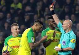 Football: France suspends referee who kicked player - federation