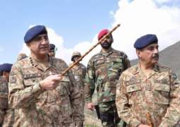 COAS visits LoC, Working Boundary in Khuiratta, Ratta Arayan sectors