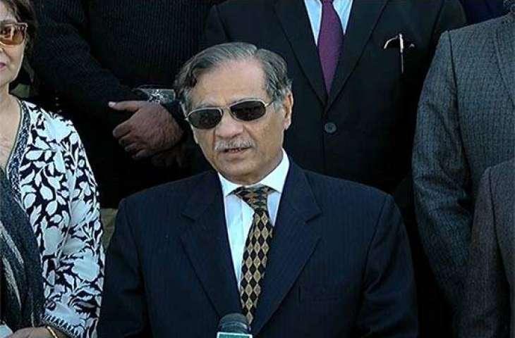 Patients at JPMC put forward their complaints during Chief Justice Mian Saqib Nisar visit
