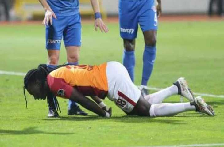 Galatasaray's Gomis collapses during match