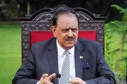 سفراء من الدول المختلفة يقدمون أوراق الاعتماد إلى الرئيس الباكستاني