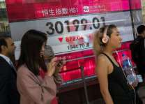 Hong Kong, Shanghai stocks dive on US-China trade war fears