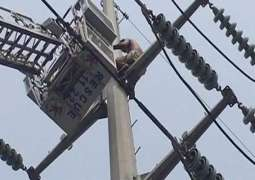 A Taxi driver climbs on electricity pylon for suicide in Islamabad
