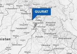 One robber killed, another injured, held after fire exchange in Gujrat