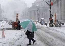 امریکہ اچ شمالی تے ابھے پاسے دے علاقیں اچ برف دے طوفان پاروں زندگی دا نظام مفلوج ،ہزاراں پروازاں منسوخ ،سکول تے سرکاری دفتر بند ،وائٹ ہاﺅس تے محکمہ خارجہ دیاں ساریاں تقریباں منسوخ