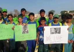 Darren Sammy's fans come to roads in Peshawar Pakistan
