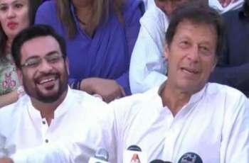 عامر لیاقت دی پارٹی اندر مخالفت: عمران خان نے کارکناں نوں اک مہینے دا ویلا دے دتا