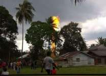 Oil well fire in Indonesia, 10 dead, several injured
