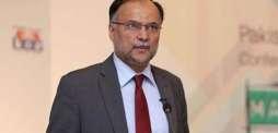 پاکستان كښې په سړك ګاډي چلول داسې ښكاري لكه چې ډرائيور د امريكې  تربيه وي ۔ احسن اقبال
