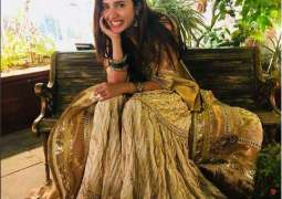 Mahira Khan shares a picture from a wedding and she looks beautiful