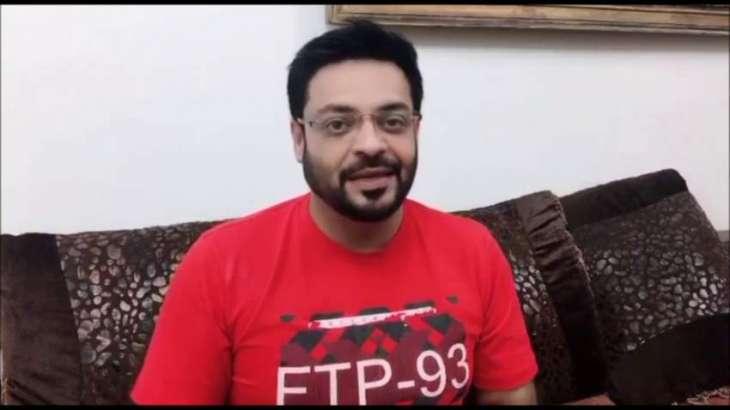 Aamir Liaquat defends Imran Khan against smuggling allegations