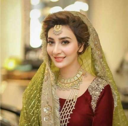 Actress Aisha Khan ties the knot, Mehndi pictures go viral on social media