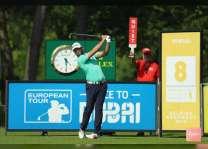 """لاعب الجولف الإسباني """"أوتايجوي"""" يقفز 6 خطوات في """"السباق الى دبي"""""""