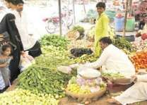 DC reviews arrangements in Fruit & Vegetable Market
