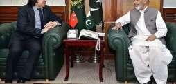 السفير التركي لدى باكستان يلتقي وزير الإنتاج الدفاعي الباكستاني