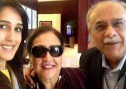 Mira Sethi shares her family chat and Najam Sethi is for sure a feminist!