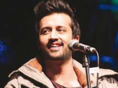 Atif Aslam jams with little girl in Guyana and it is super cute