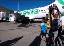 مسافر توں آن والی بُو نال دوجے مسافر غش کھا کے ڈِگ پئے، جہاز دی ہنگامی لینڈنگ