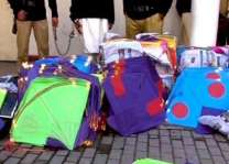 Three held for selling, flying kites in Sialkot