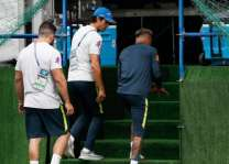 نيمار يضطر لترك تدريبات المنتخب البرازيلي بسبب آلام في الكاحل
