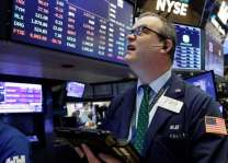 US stocks tumble on latest Trump-China trade threats