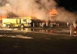 مدني تبوك يسيطر على حريق ناقلة داخل محطة وقود بتيماء