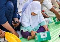 موائد الإفطار في المسجد الحرام تتحول إلى مزيج ثقافي بين الصائمين من مختلف الجنسيات