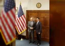 المنصوري يبحث مع وزير التجارة الأمريكي سبل تعزيز التعاون الاقتصادي