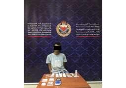 القبض على شخص بحوزته مواد مخدرة قيمتها المالية حوالي 8200 دينار
