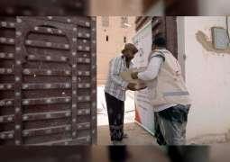 """""""الهلال الأحمر"""" يوزع مساعدات على أسر الشهداء في وادي حضرموت"""